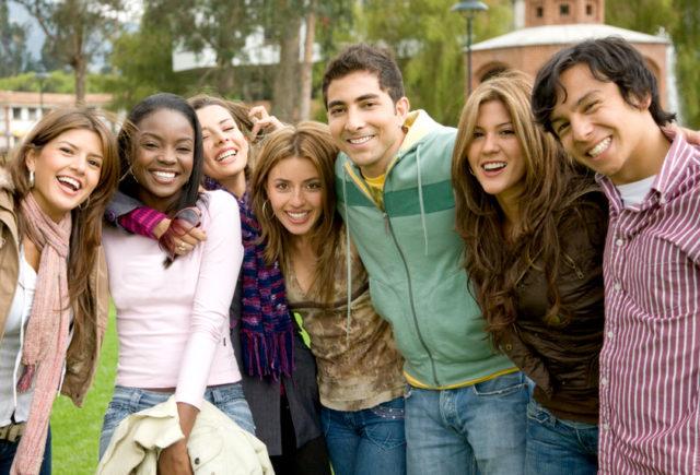 Gruppe von jungen Leuten